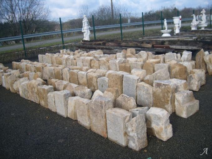 Lot de pierres d'angle en granit - La Brûlatte