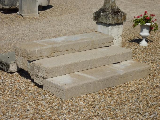 Escalier d'extérieur en pierre du XIXe siècle - Les Chères