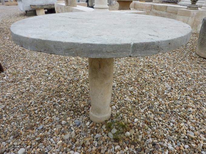 Table ronde de jardin en pierre du XVIIIe siècle - Les Chères