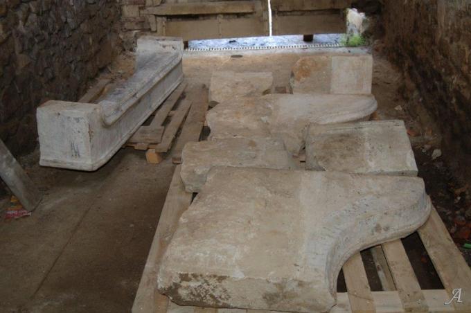 Cheminée lorraine en pierre calcaire - Vandeleville