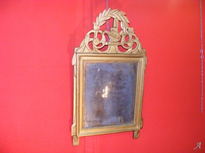 Miroir en bois doré du XVIIIe siècle - Villeurbanne
