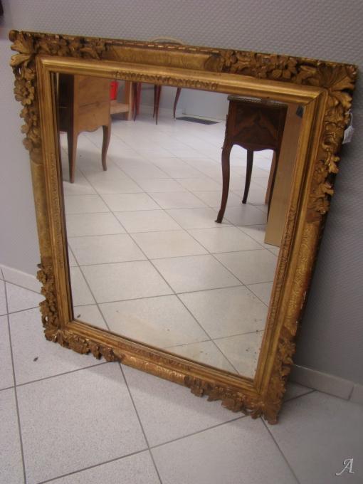 Miroir en bois sculpté et doré du XVIIIe siècle - La Talaudiere