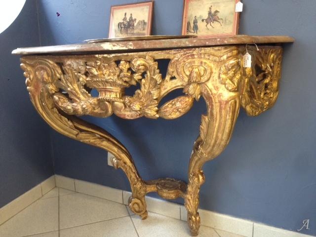 Console en bois doré du XVIIIe siècle - La Talaudiere