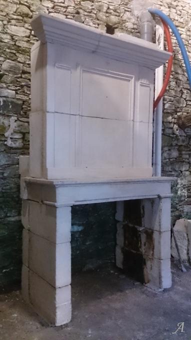 Cheminée en pierre et à trumeau d'époque directoire - Foussais-Payré