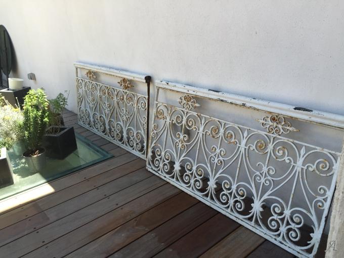 Deux grilles de balcon anciennes - Sète