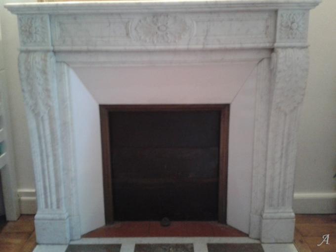Cheminée Louis XVI en marbre blanc - 1