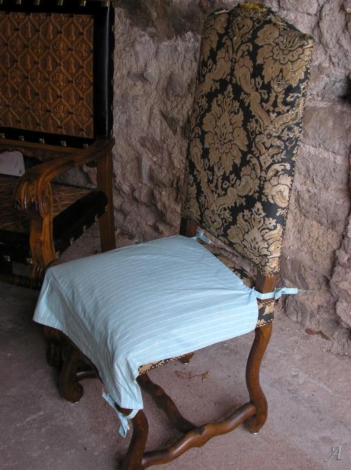 6 chaises de style Louis XIII - Saint Vincent de Boisset