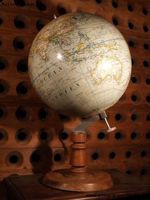 Globe terrestre des années 1950 - 1