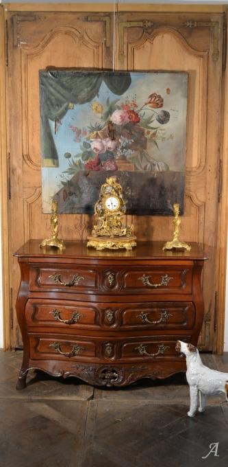 Commode galbée en noyer d'époque XVIIIe siècle - Notre Dame du Touchet
