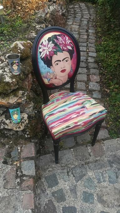 Chaise médaillon ancienne entièrement restauree - Saint Cyr sur Morin
