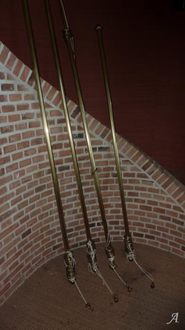 4 tringles à rideaux cannelées en laiton style Louis XV - Aumale