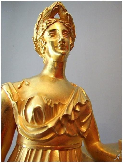 Pendule en bronze doré d'époque Empire - 1