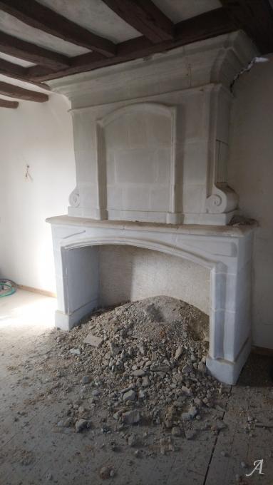 Cheminée ancienne en pierre de tuffeau - Igné, Cizay la Madeleine