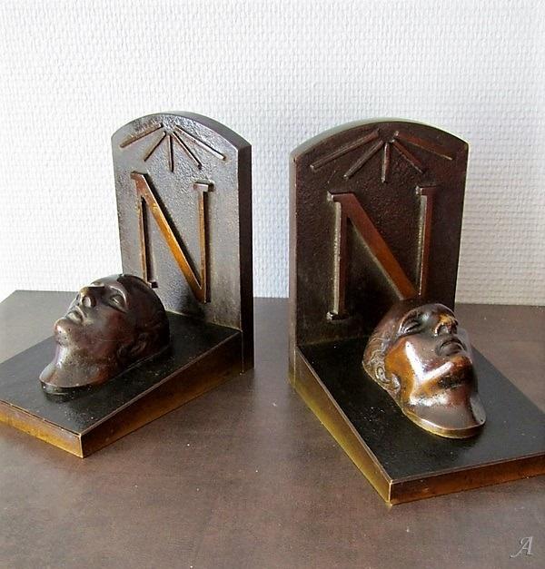 Serres livres en bronze avec masques mortuaires de Napoléon Bonaparte - Villeurbanne