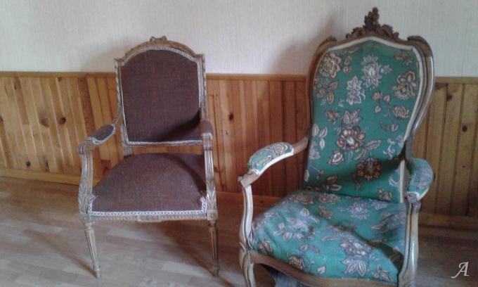 Deux fauteuils de style Louis XV et Louis XVI - Dammarie sur Saulx