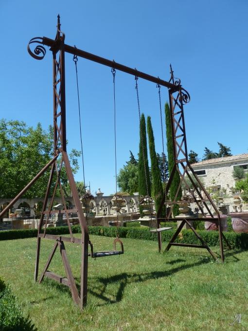 Balançoire ancienne en fer forgé - 1