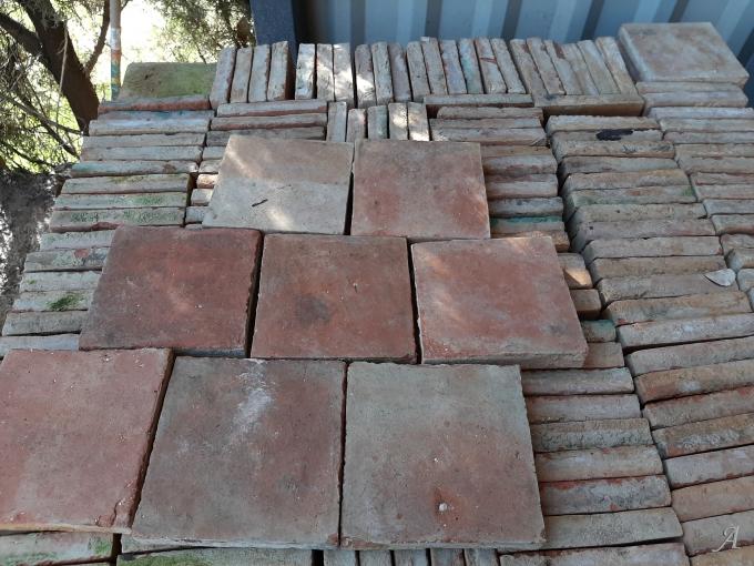 Lot de 130 m2 de tomettes anciennes - Azé