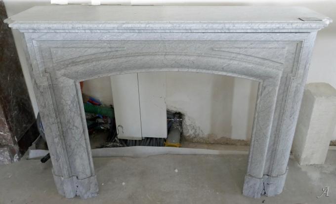 Ancienne cheminée en marbre gris de style Louis XIV - L'Isle sur la Sorgue