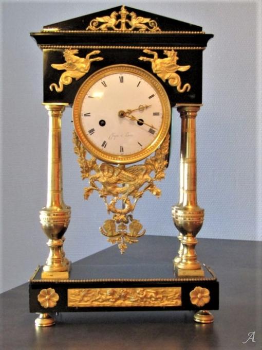Pendule en bronze doré d'époque Restauration - Villeurbanne