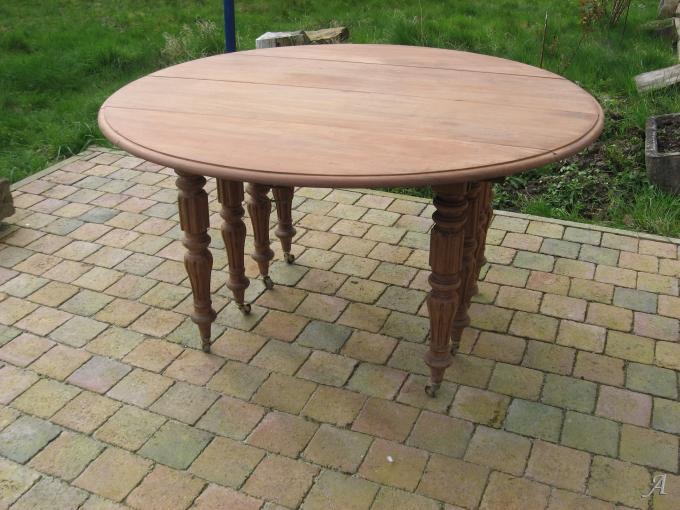 Ancienne table ronde en acajou à 8 pieds avec allonges - Elincourt
