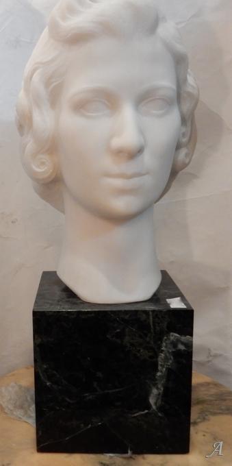 Tête de femme en marbre signée par M. Di Domenico -  Clamart