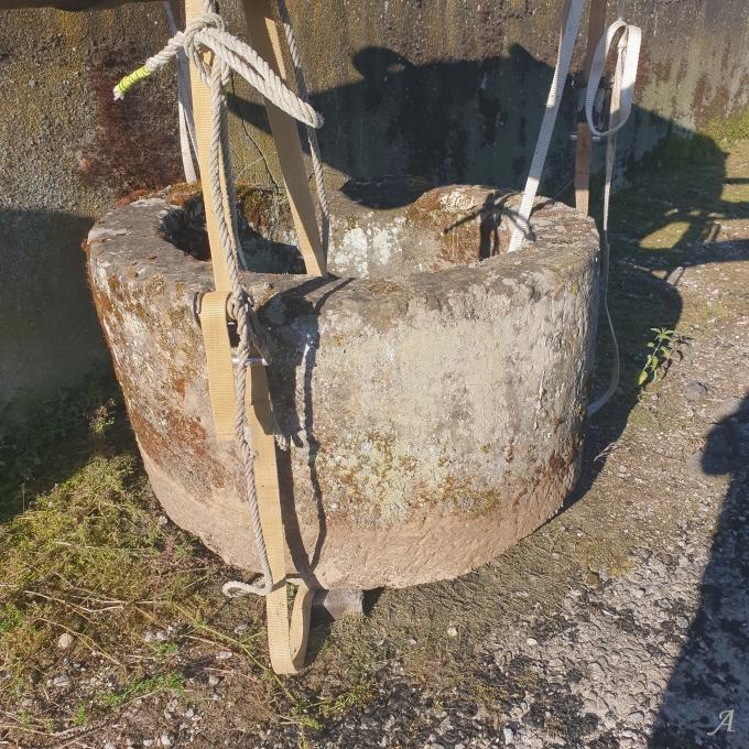 Margelle de puit en grès du XVIIIe siècle - Raon Aux Bois