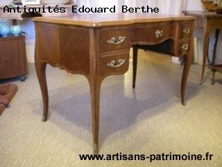 Petit bureau de dame de style Louis XV - Le Touvet