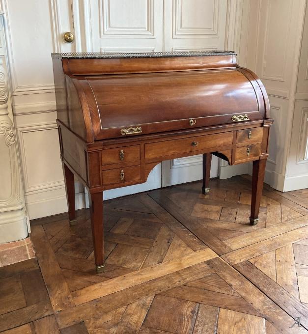 Bureau à cylindre époque du XVIIIe siècle - Rougé