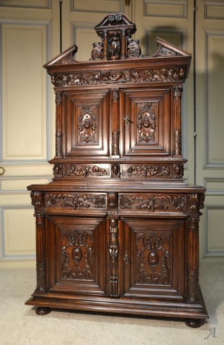 Buffet du XVIIe siècle à diminutif en noyer, époque Renaissance - Notre Dame du Touchet