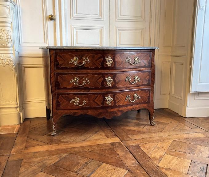 Commode galbée Louis XV du XVIIIe siècle - Châteaubriant