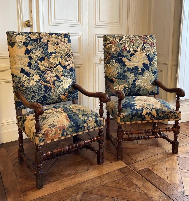 Grande paire de fauteuils du XVIIIe siècle tapisserie d'Aubusson - Châteaubriant
