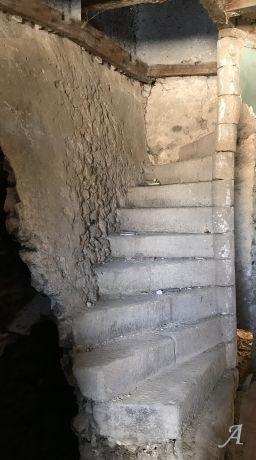 Escalier hélicoïdal en pierre de taille - Apinac