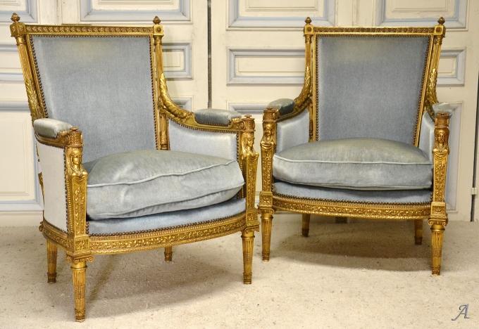 Paire de bergères en bois doré de style Louis XVI d'après un modèle de Jean-Baptiste-Claude Sené - Notre Dame du Touchet
