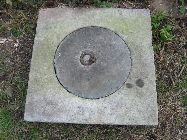 Taque de puits en pierre bleue - 1
