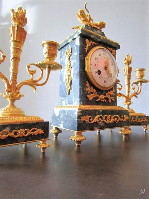 Pendule Napoléon III en marbre et bronze - Peronnas