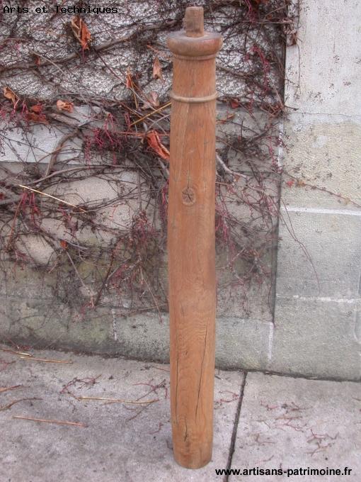 Colonne ancienne d'escalier en chêne - Malicorne sur Sarthe