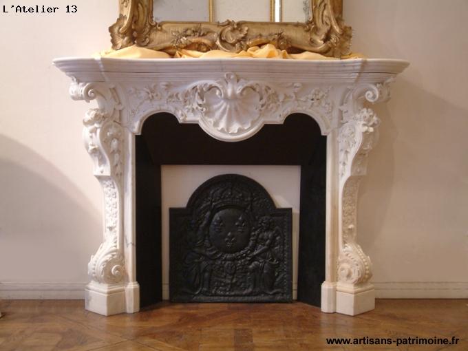 Cheminée Louis XV du XVIIIe siècle en marbre blanc statuaire - Saint Ouen