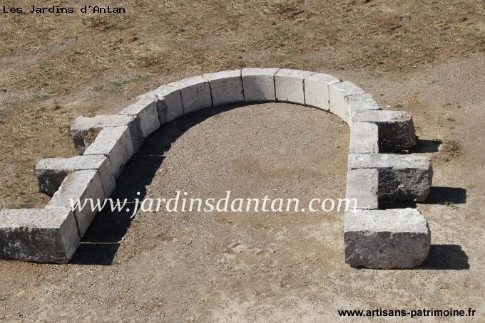 Arc de plein cintre en pierre dure - Lattes