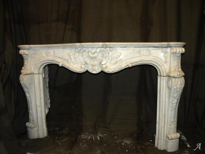 Cheminée Louis XV en marbre blanc - Nantes