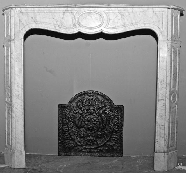 Cheminée pompadour en marbre blanc - Essey les Nancy