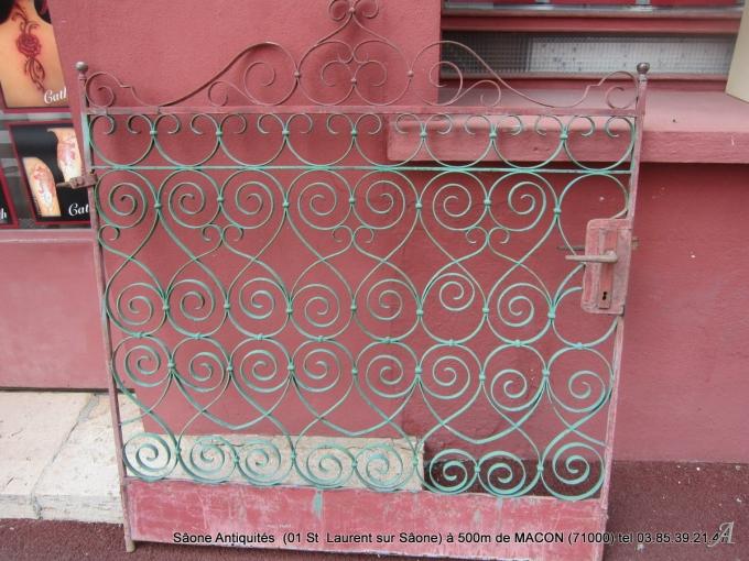 Portillon ouvragé du XIXe siècle - Macon