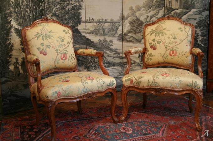 Paire de fauteuils Louis XV à dossiers plats - Gournay en Bray