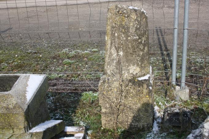Borne ronde en pierre - Rainville