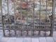 Porte ou portillon ancien en fer forgé monté avec rivets - 2